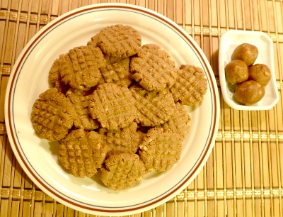 Non-crumbly low carb peanut butter cookies