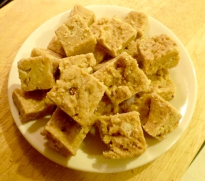 Yummy no-cook LC blonde fudge with almonds